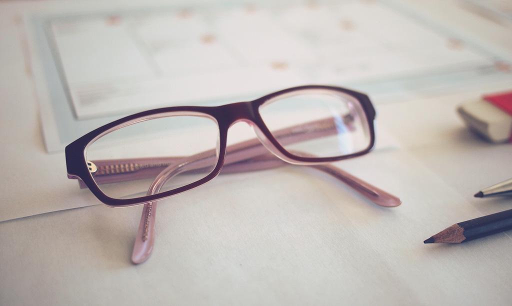 メガネで疲れ目を軽減しましょう